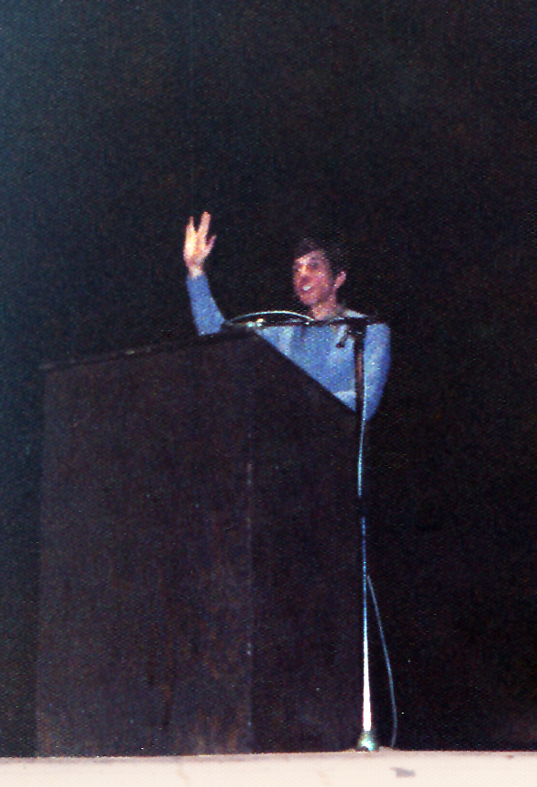 Leonard Nimoy Vulcan salutes the crowd at the Clemens Center, Elmira NY, February 18, 1978