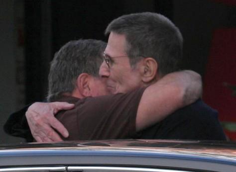 William+Shatner+Leonard+Nimoy+Hug+Out+zn6aXbbPwyNl