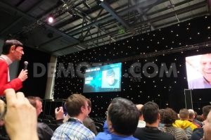 1412666370-the-stars-come-out-at-the-destination-star-trek-convention_5954378