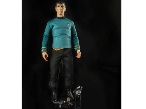 Star-Trek-TOS-Spock-and-Captain-Kirk-Sixth-Scale-Figures-6